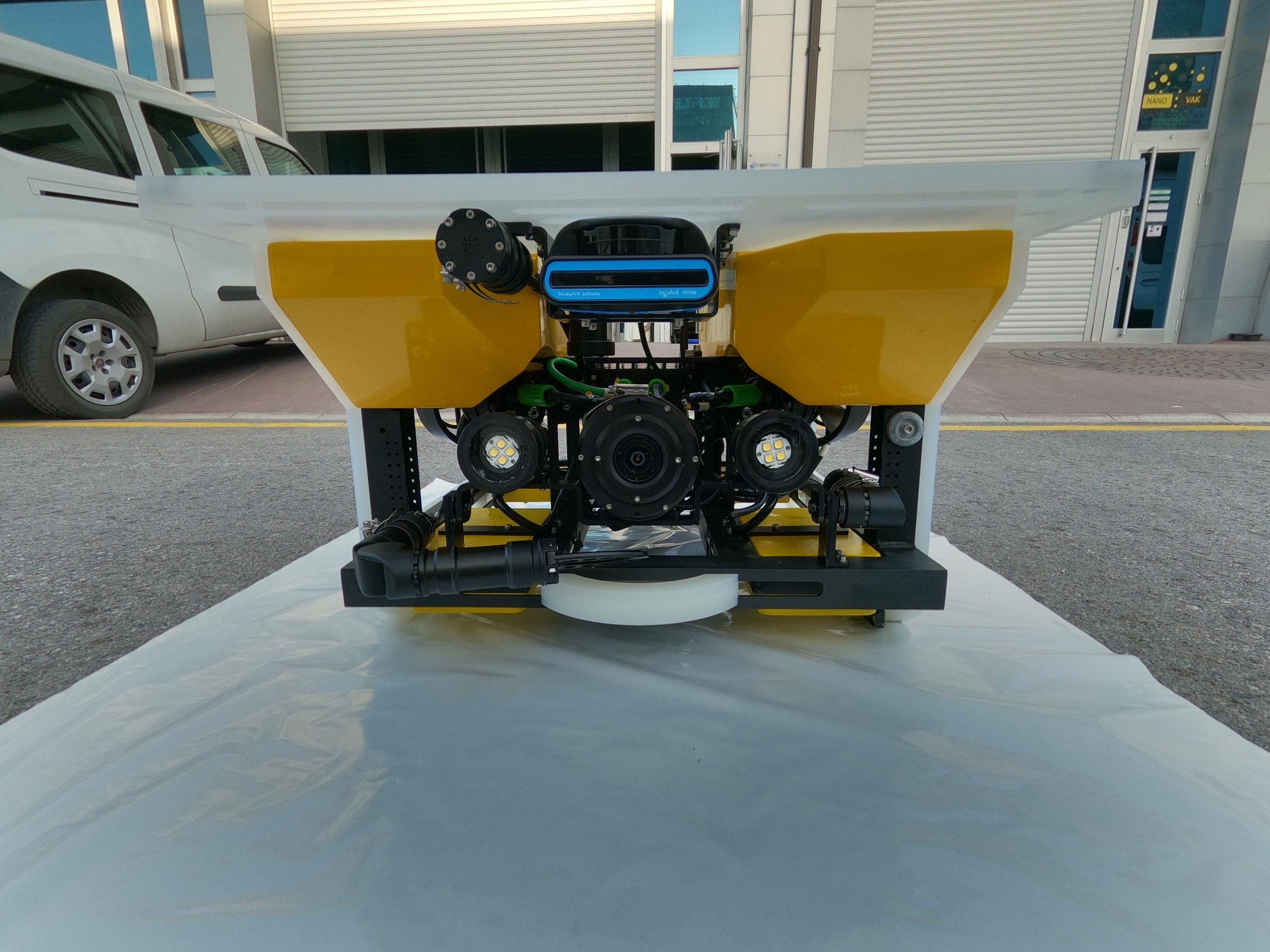 Hoytek ROV with Blueprint Lab's Alpha 3 robotic arm and Alpha Bend actuator for SAR